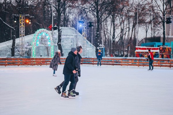 Москвичи получат рождественские гостинцы возле катка в Лужниках